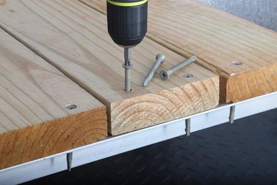 Teks Wood To Metal